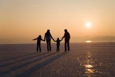 """El tema: la importancia de familia es un tema muy importante en """"Cajas de cartón""""."""