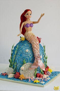 Disney Ariel Princess underwater world cake from Yuanwen@Butter Queen! http://butterqueenbakes.com/