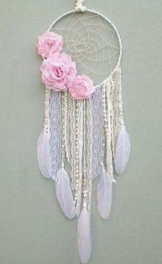 Rose dream catcher Homemade Crafts, Diy And Crafts, Crafts For Kids, Arts And Crafts, Indian Crafts, Crafty Craft, Unicorn Party, Diy Art, Projects To Try
