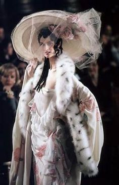 John Galliano for The House of Dior, Spring/Summer, Haute Couture. John Galliano, Galliano Dior, News Fashion, Fashion Week, Fashion Show, Fashion Design, Fashion Fashion, Vintage Dior, Mode Vintage