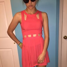 DIVIDED H&M cut-out dress adorable cut-out coral dress. perfect for summer. size 4 but fits like a 2 Divided Dresses