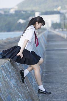 Japanese School Uniform, School Uniform Girls, Girls Uniforms, School Uniforms, Beautiful Japanese Girl, Beautiful Asian Girls, Cute Asian Girls, Cute Girls, Wind Skirt