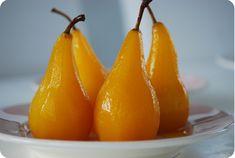 Inkokta päron med saffran och vanilj