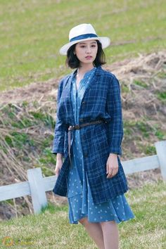 """Descendants of the Sun"" star Kim Ji-won filmed a pictorial with fashion magazine ""Instyle,"" with several photos unveiled online. In contrast to her strong powerful soldier image in the drama, Kim flaunted a softer look throughout the photo shoot. Kim Ji Won, Jung So Min, Instyle Magazine, Kim Woo Bin, Korean Actresses, Celebs, Celebrities, School Fashion, Korean Beauty"