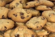 Chocolate chip cookies are a go-to favorite dessert or treat. We've got a ton of easy chocolate chip cookie recipes with lots of great tips and tricks so you'll make an amazing batch every time. Weight Watcher Desserts, Weight Watcher Cookies, Plats Weight Watchers, Weight Watchers Meals, Low Calorie Cookies, No Calorie Foods, Low Calorie Recipes, Ww Recipes, Cookie Recipes