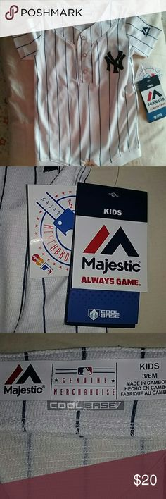 🎉Host Pick🎉Yankees baseball outfit 3 to 6 months New with tags - sturdy material Majestic One Pieces