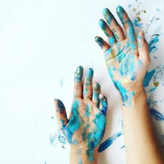 Beautiful messy hands from an artist at work. Artist Aesthetic, Character Aesthetic, Blue Aesthetic, Hand Photography, Tumblr Photography, Creative Photography, Hand Fotografie, Art Watercolor, Aesthetic Pictures