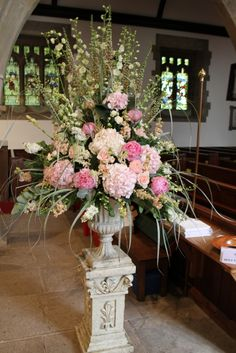 Inside this beautiful Church a fabulous Pedestal design welcomed guests as they arrived