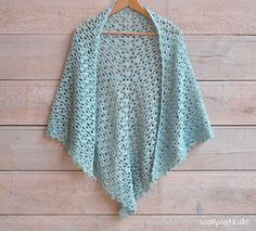 This stylish scarf with playful glitter effect is a musthave this season! Want to crochet a spring scarf? Get the free crochet pattern here! Crochet Prayer Shawls, Crochet Shawls And Wraps, Crochet Scarves, Crochet Yarn, Crochet Clothes, Pull Crochet, Mode Crochet, Poncho Knitting Patterns, Crochet Patterns