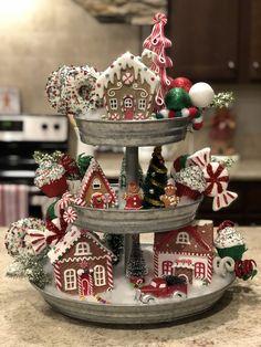 Gingerbread Christmas Decor, Gingerbread Decorations, Noel Christmas, Merry Little Christmas, Rustic Christmas, Xmas Decorations, Christmas Projects, Winter Christmas, Christmas Themes