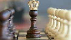 Learn chess, a game synonymous with intelligence and brain power. It's worth noting that chess champions are often some of the smartest people in the world. However, how to play chess well? Marketing Na Internet, Marketing Online, Content Marketing, Affiliate Marketing, Digital Marketing, Media Marketing, Marketing Tactics, Viral Marketing, Influencer Marketing