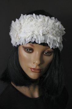 Headband ivoire bandeau parure cheveux bijou de tête accessoire mariage mélange de matières tons clairs fleur fronces coeur strass blanc