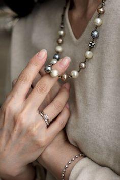 L'élégance du Redouté Pearl Jewelry, Indian Jewelry, Bridal Jewelry, Antique Jewelry, Beaded Jewelry, Jewelry Necklaces, Beaded Necklace, Pearl Necklace, Jewelry Accessories