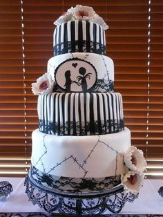 The Nightmare Before Christmas. Mmkay, I actually find this to be more beautiful than other cakes.  | 19 Spectacularly Nerdy Wedding Cakes