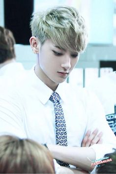 i don't know why Tao is not confident , i mean , look at him, he is so fucking perfect!