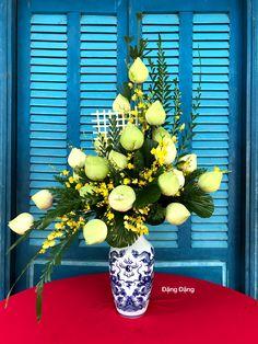 Altar Flowers, Wedding Arch Flowers, Church Flower Arrangements, Floral Arrangements, Flower Decorations, Wedding Decorations, Table Decorations, Thai House, Arte Floral