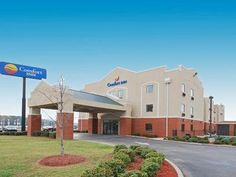 Bessemer (AL) Comfort Inn United States, North America Ideally located in the prime touristic area of Bessemer, Comfort Inn promises a relaxing and wonderful visit. Featuring a complete list of amenities, guests will find their stay at the property a comfortable one. Take advantage of the hotel's Wi-Fi in public areas, car park, pets allowed. Some of the well-appointed guestrooms feature television LCD/plasma screen, wake-up service, desk, alarm clock, telephone. The hotel off...
