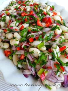 Ingredients: – 1 cup of beans – 1 red onion – 1 red … - Fleisch Healthy Eating Tips, Healthy Recipes, Turkish Recipes, Ethnic Recipes, Appetizer Salads, Chopped Salad, Food Platters, Vegetable Drinks, Caprese Salad
