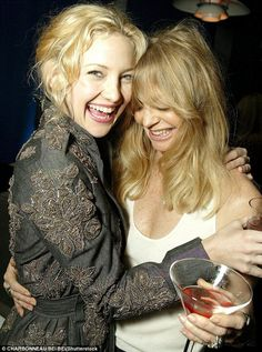 They could be sisters! Kate with Goldie in 2003 at a film premiere in LA...