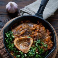 Osso-buco aux anchois à l'huile Dom Tom, Spaghetti, Curry, Ethnic Recipes, Food, Italian Dishes, Italian Cuisine, Oil, Curries