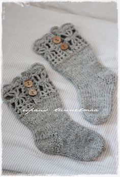 little girl's shocks Diy Crochet And Knitting, Crochet Socks, Knitting For Kids, Knitting Socks, Knitting Projects, Baby Knitting, Knitting Patterns, Lace Socks, Diy Craft Projects