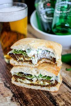 Jalapeno Popper Stuffed Black Bean Burgers - delicious cheesy, spicy black bean burgers - perfect for the grill! Jalapeno Popper Stuffed Black Bean Burgers - delicious cheesy, spicy black bean burgers - perfect for the grill! Burger Recipes, Veggie Recipes, Cooking Recipes, Healthy Recipes, Spicy Vegetarian Recipes, Barbecue Recipes, Barbecue Sauce, Grilling Recipes, My Burger