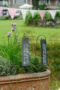 Slate plant labels hanging from mini metal crooks, made of reclaimed slate and elegant solid steel wire with rusted finish. You can write on the slate with a variety of choices; we recommend liquid chalk (white marker pens) or oil pastel.