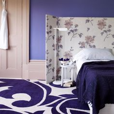 To use a room divider as a headboard isn't a usual way. Although it's still quite cool and it's a very popular way to add a statement to your bedroom. Design Room, House Design, Interior Design, Design Design, Design Ideas, Purple Bedrooms, Purple Bedding, Ideas Dormitorios, Purple Interior