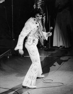 Elvis on stage in Minneapolis in november 5 1971.