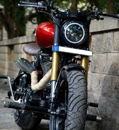 Royal Enfield Modified Sportster 927 modified Royal Enfield by Bulleteer Customs Modified Bullets Classic 350 Royal Enfield, Enfield Classic, Custom Motorcycles, Custom Bikes, Enfield Motorcycle, Motorcycle Bike, Royal Enfield Wallpapers, Bullet Bike Royal Enfield, Royal Enfield Modified