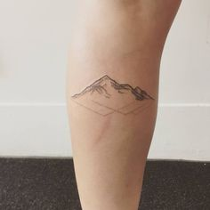 Small Mountains With Reflection Tattoo - Tattoos - tatowierung Geometric Mountain Tattoo, Small Mountain Tattoo, Tattoos Geometric, Mountain Tattoos, Tattoo Girls, Girl Tattoos, Piercing Tattoo, Get A Tattoo, Back Tattoo