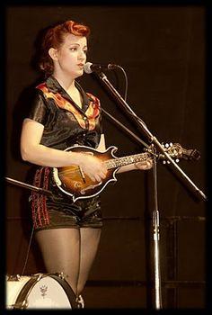 Die wundervolle Laura Bean in Dress-O-Rama