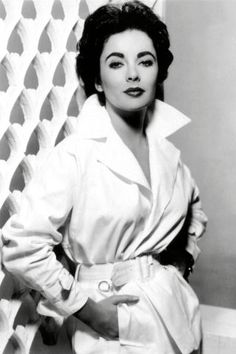 19 vintage photos of the always glamorous Elizabeth Taylor.