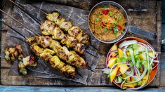 Kyllingsatay: Curry- og kokosmarinerte kyllingspyd Ratatouille, Tandoori Chicken, Food Styling, Tapas, Bbq, Recipies, Dinner Recipes, Food And Drink, Low Carb
