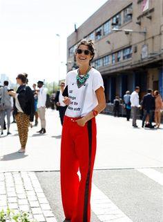 awesome Как вписать в образ красные женские брюки? — Кричащая искренность