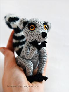 Lemur Catta, amigurumi - does he move it, move it?  according to website, pattern will be available on etsy by Oct2012