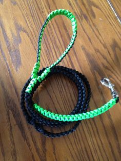 All materials 100% manufactures in USA. Leash can handle extra large dog in excess of 110lbs. There is a twist design mid leash
