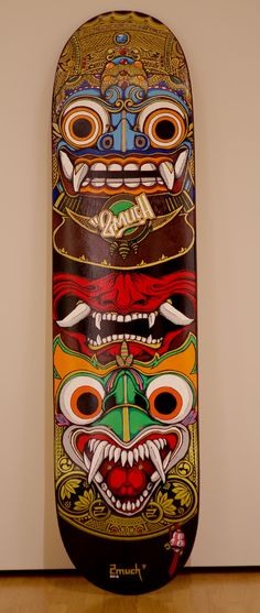 Relaly cool totem design.  Totem poles translate well into skateboard designs it seems.  The artist had to incorporate their vivid detailed totem pole with their own Logo.  Fantastic.