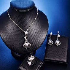 Retro Style Jewelry Set Vintage Pearls, Vintage Flowers, Vintage Jewelry, Rings For Girls, Crystal Flower, Black Crystals, Retro Fashion, Fashion Women, Ring Earrings