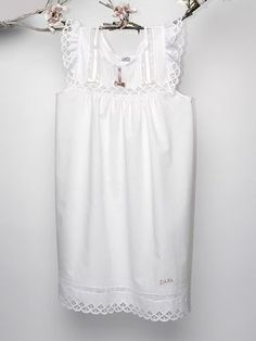 Camisón + Bata Comunión Personalizado Night Suit, Night Gown, Kids Dress Wear, Christening Gowns, Heirloom Sewing, Nightwear, White Dress, Pajamas, Street Style