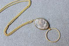 Collana lunga con pietra, collana dorata, collana con cerchio, collana lunga, collana con ciondolo, pietra marmorizzata