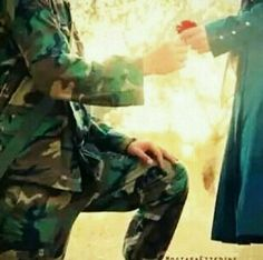 Military Couple Pictures, Military Couples, Pak Army Soldiers, Us Army Soldier, Army Couple Photography, Couple Hijab, Indian Army Quotes, Indian Army Special Forces, Indian Army Wallpapers