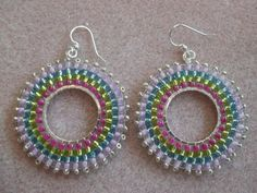 Beaded hoop earrings with bugles, delicas and seed beads - Beading Tutorial Beading Techniques, Beading Tutorials, Beading Patterns, Video Tutorials, Seed Bead Earrings, Beaded Earrings, Crochet Earrings, Hoop Earrings, Seed Beads