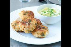 Babiččiny květákové placičky Veggies, Favorite Recipes, Meat, Chicken, Breakfast, Food, Morning Coffee, Recipes, Essen