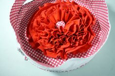 Tutorial: The Red Poppy Bag - Sew Sweetness- good tutorial on how to sew a round bag