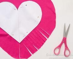 Cómo hacer un cojín corazón sin costuras - Guía de MANUALIDADES Tree Skirts, Diy And Crafts, Christmas Tree, Holiday Decor, Crochet, Projects, Amelie, Ideas Para, Home Decor