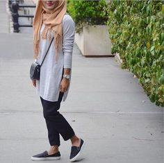 Neutral casual hijab outfit- Trendy hijab outfits http://www.justtrendygirls.com/trendy-hijab-outfits/