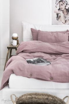 Add a touch of color to your bedroom styling with linen bedding in a subtle dusty pink shade. Duvet covers, pillowcases, linen sheets and more available in various sizes. Discover the woodrose collection! Dusty Pink Bedding, Dusty Pink Bedroom, Burgundy Bedding, Purple Bedding Sets, Satin Bedding, Girls Bedding Sets, Linen Bedding, Pink Bed Sheets, Queen Bed Sheets