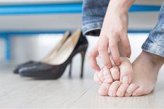 Θεραπείες για τη μυκητίαση: Πώς να τη θεραπεύσετε φυσικά – Healtheine Vicks Vaporub, Secura, Jelsa, Flip Flops, Shoes, Women, Natural, Foot Baths, Athlete's Foot