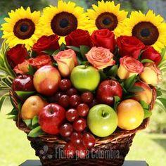 New Fruit Basket Arrangement Christmas 31 Ideas Fruit Box, New Fruit, Beautiful Fruits, Beautiful Roses, Fruit Creations, Fruit Displays, Edible Arrangements, Basket Decoration, Flower Boxes